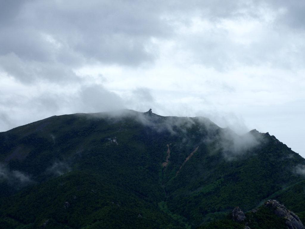 瑞牆山山頂から見る金峰山の五丈石