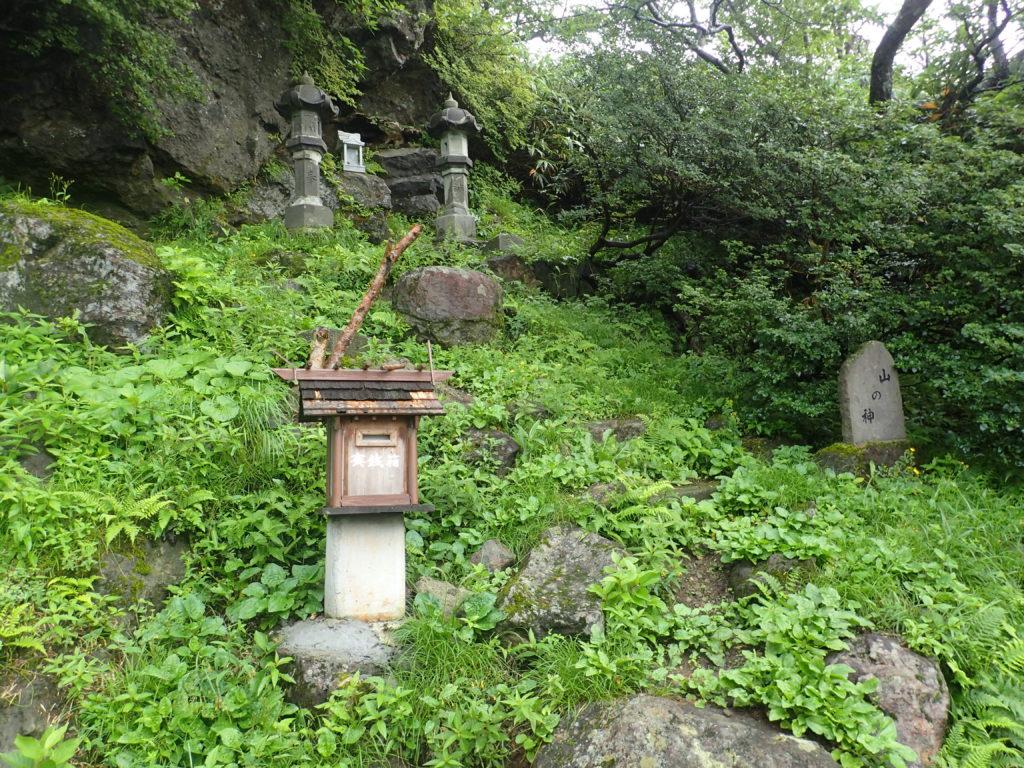 那須岳の峠の茶屋登山口の山の神