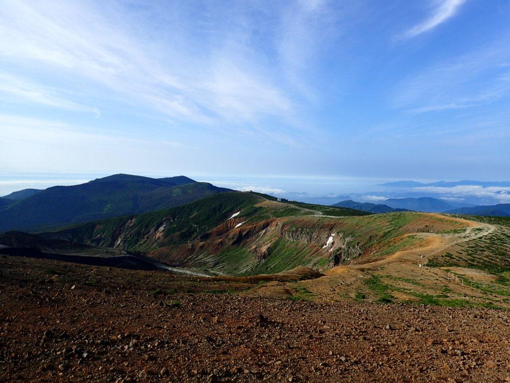 蔵王山の稜線から見る蔵王レストハウス方面