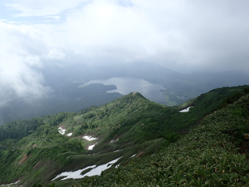燧ヶ岳の登山道から見おろす尾瀬沼