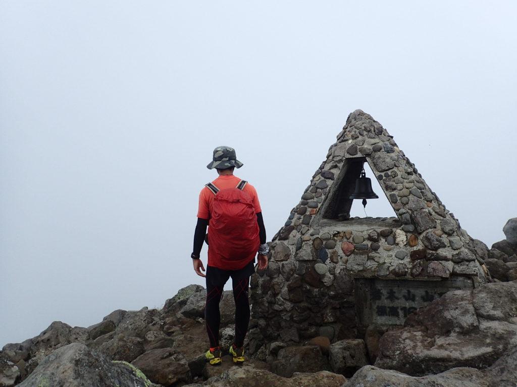 岩木山山頂で記念撮影