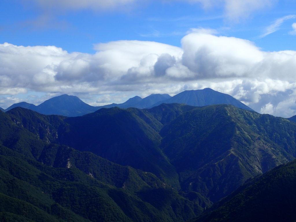 皇海山クラシックルートから見る男体山