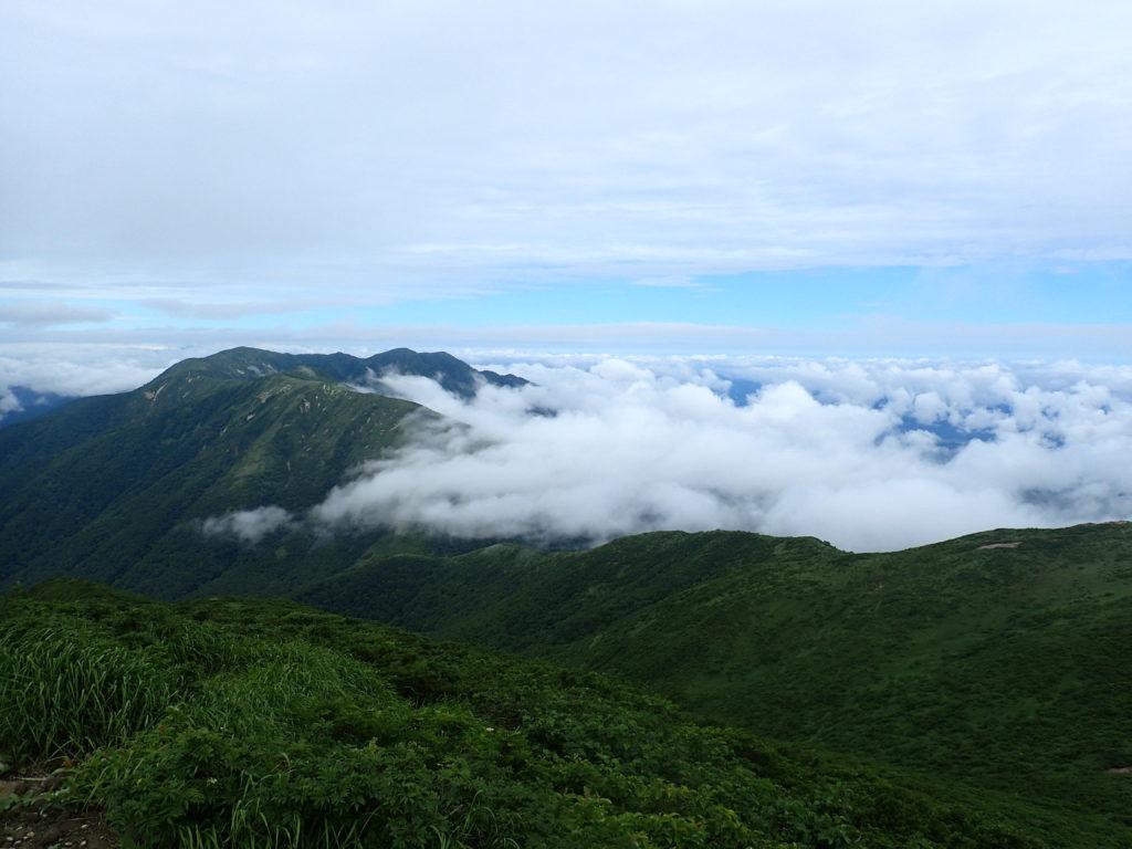 那須岳の三本槍岳からの眺め