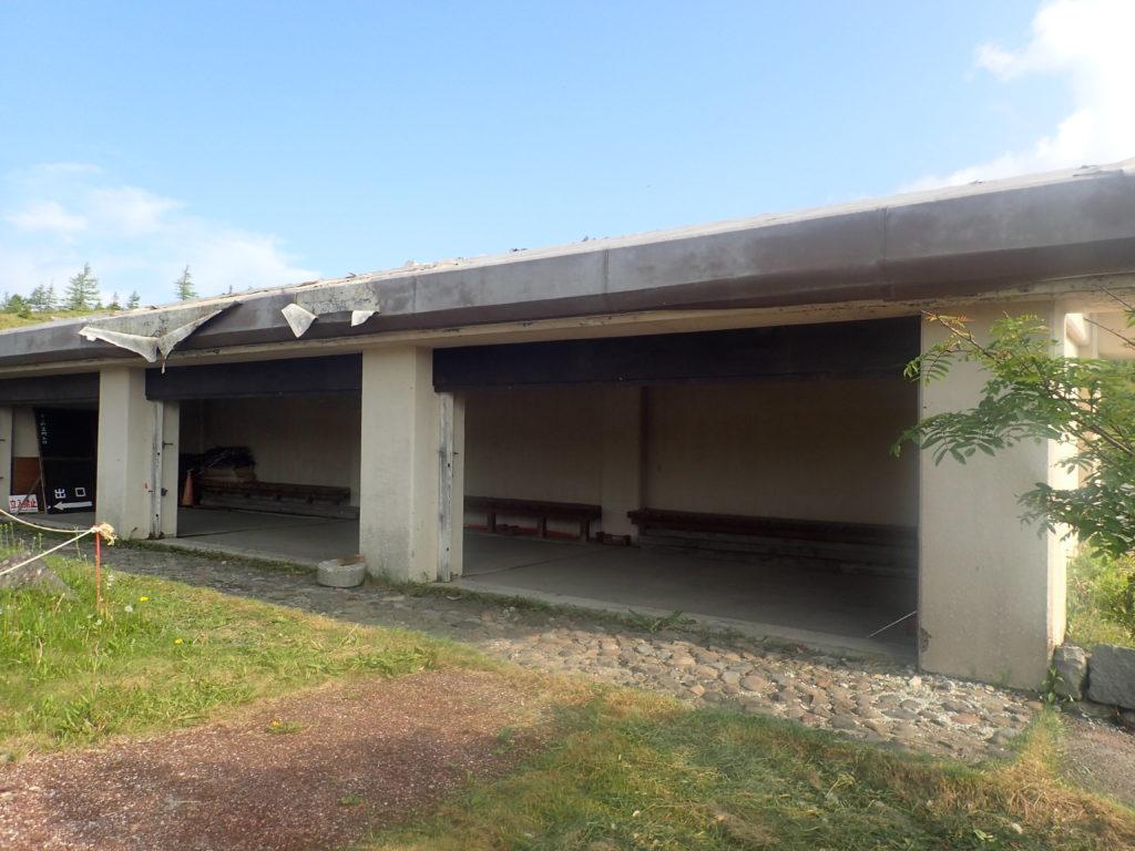 草津白根山の避難小屋