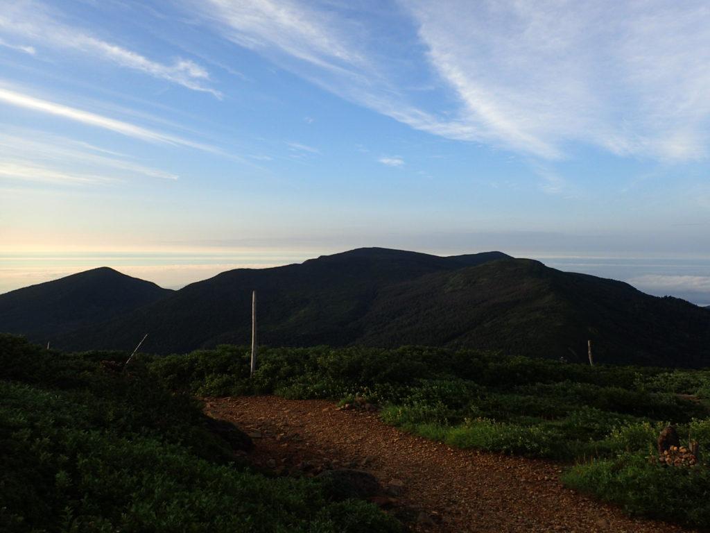 刈田岳からみる屏風岳方向