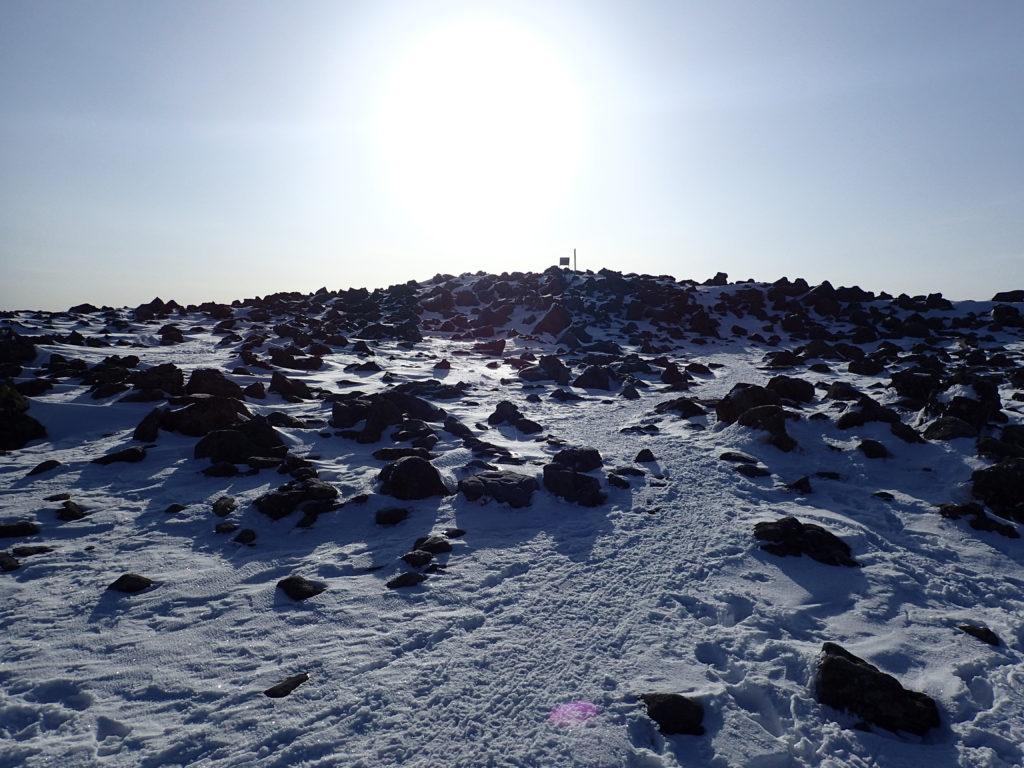 残雪期の蓼科山山頂