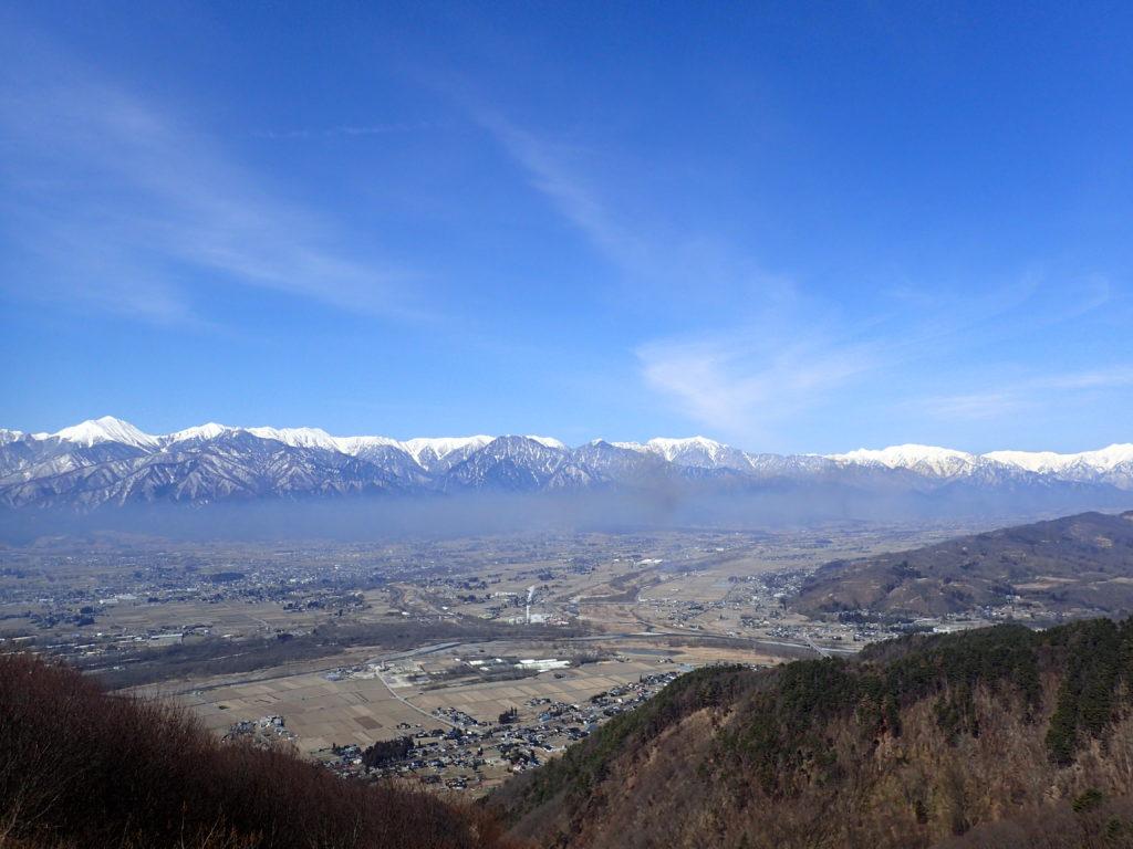 長峰山山頂から見る安曇野と北アルプス