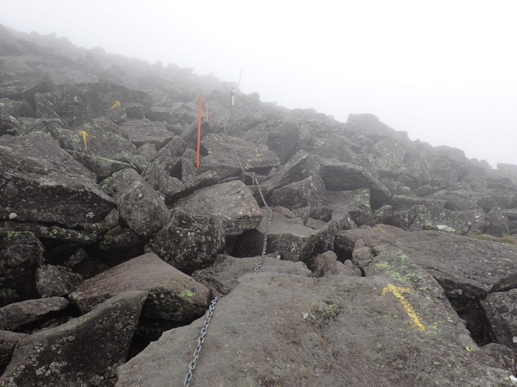 蓼科山山頂に向かう登山道