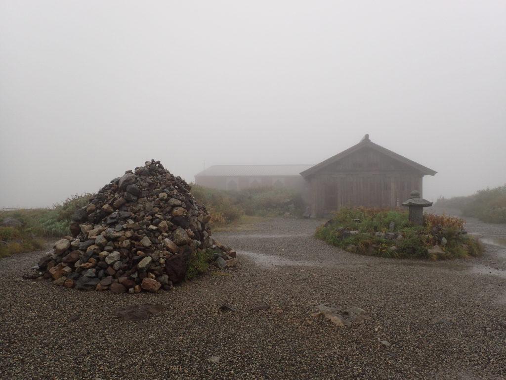 日本最古の山小屋である立山室堂山荘