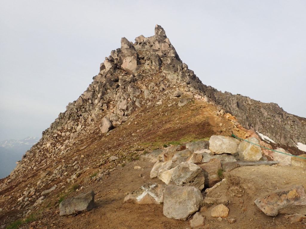 立ち入り禁止となっている焼岳西峰
