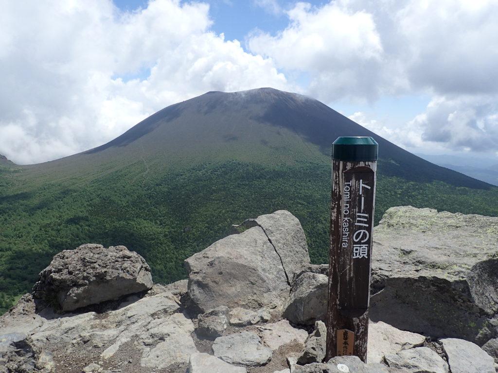 黒斑山登山道(表コース)にあるトーミの頭から撮影した浅間山