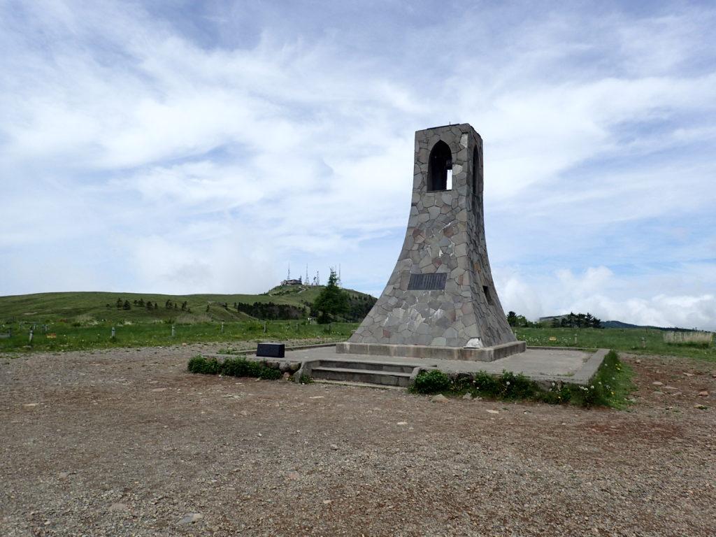 美ヶ原高原の美しの塔と王ヶ頭ホテル