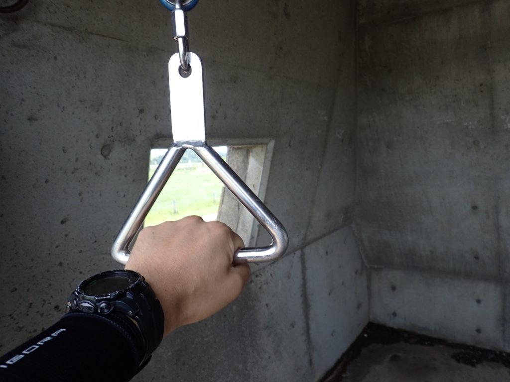 美ヶ原高原の美しの塔の鐘を鳴らすための鎖の取っ手