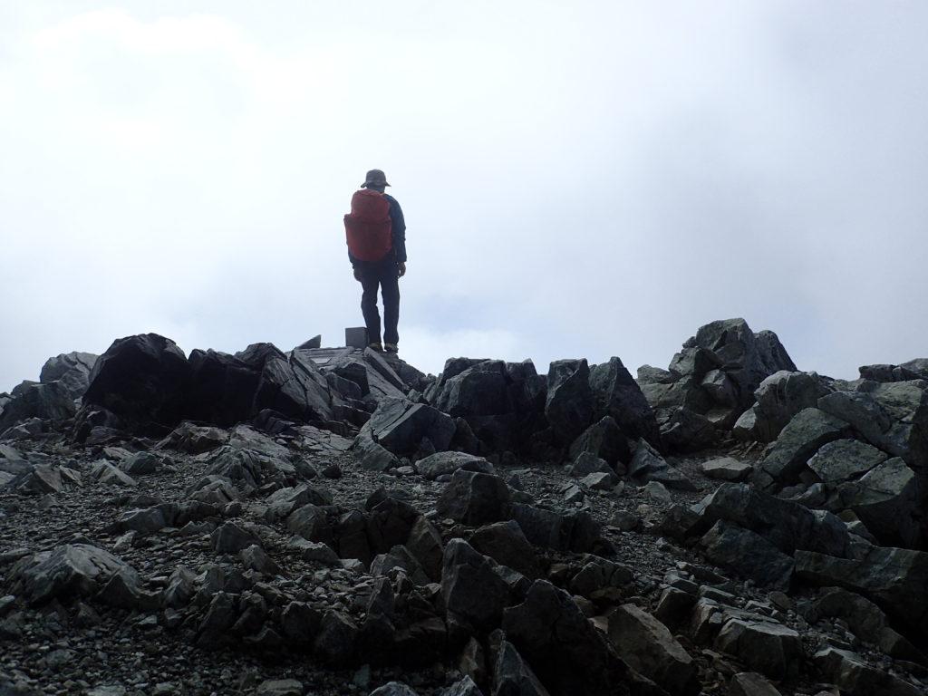 立山の一等三角点で記念撮影