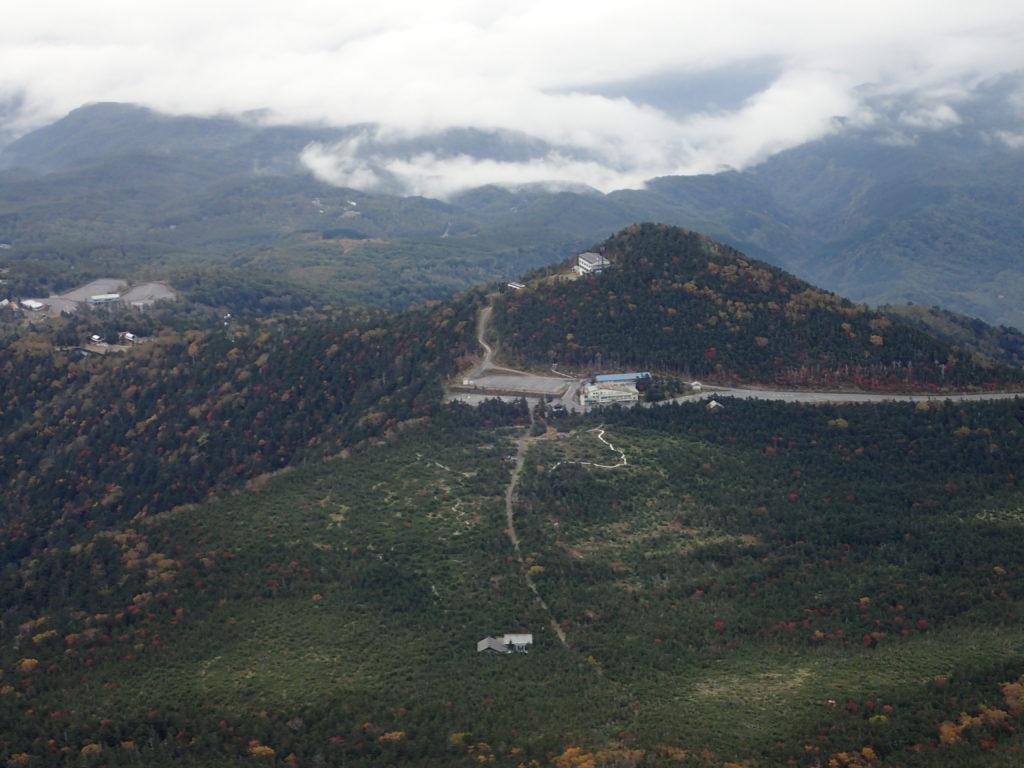 御嶽山の王滝ルート9合目付近から見おろす王滝登山口