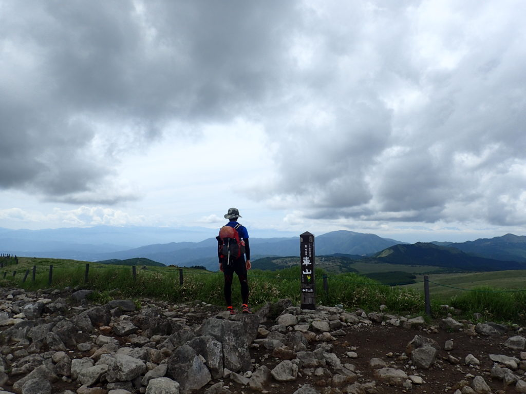 霧ケ峰の最高峰である車山山頂で記念撮影