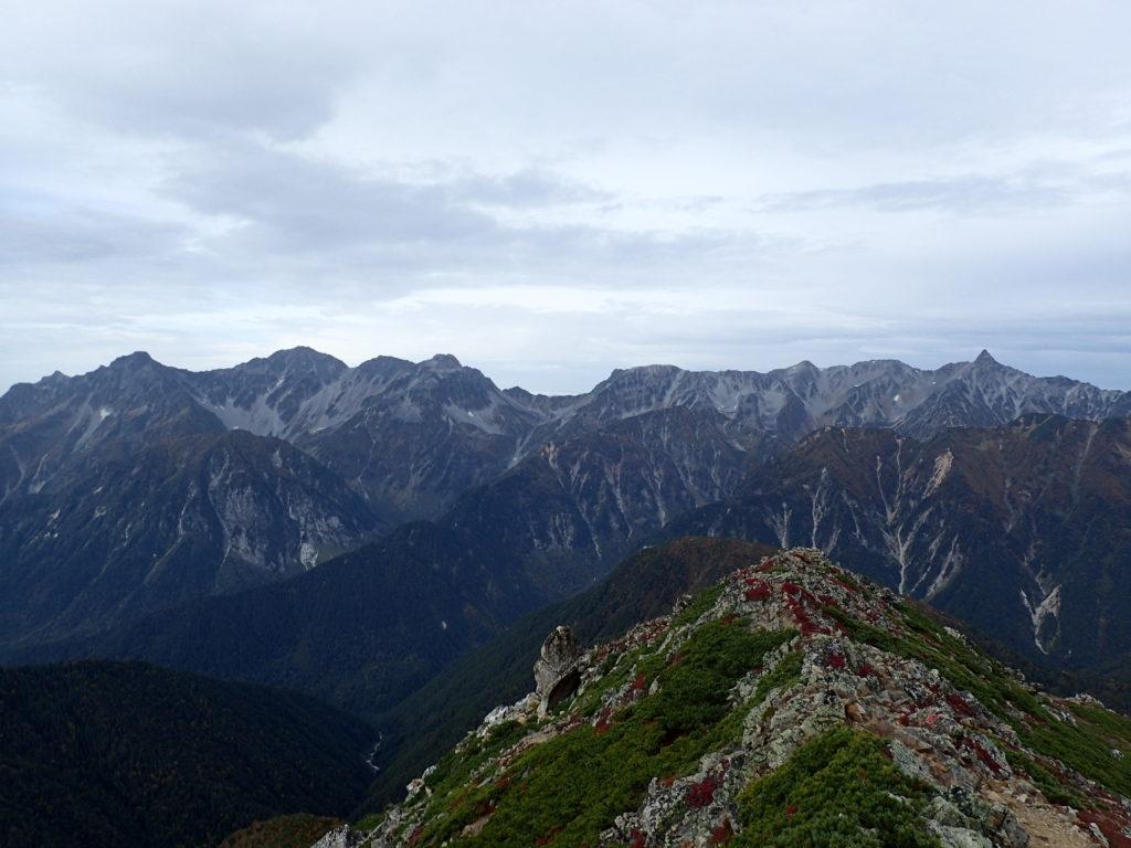 常念岳山頂から見る槍ヶ岳と大キレットと穂高岳