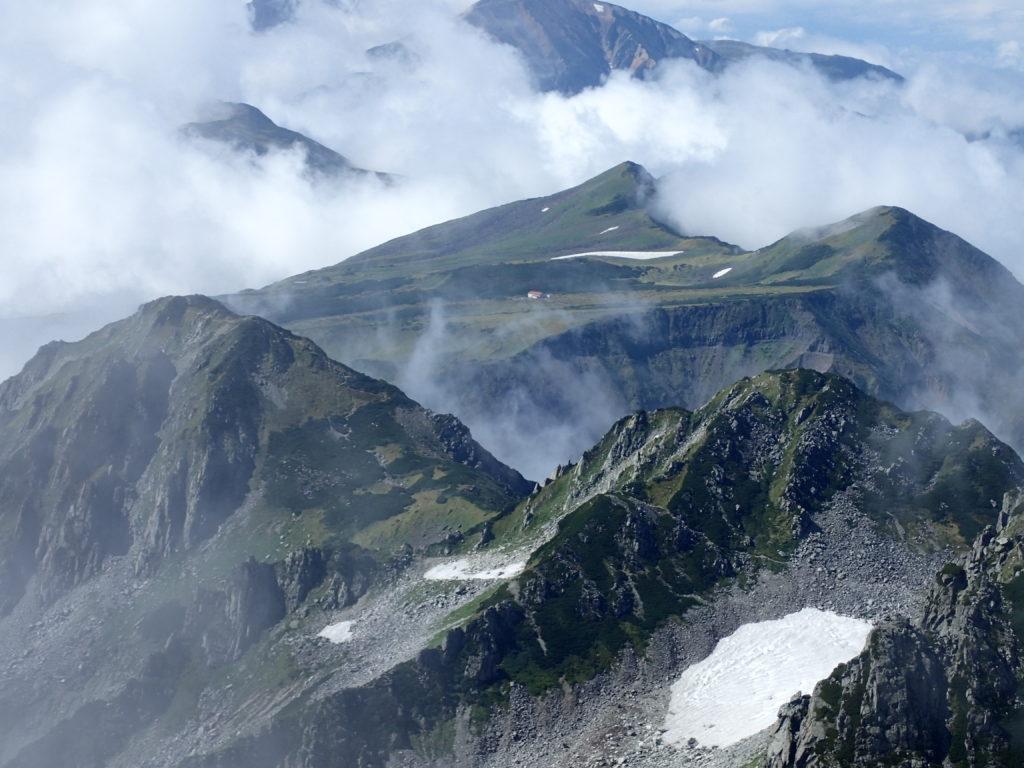 立山の稜線上から眺める五色ヶ原方面