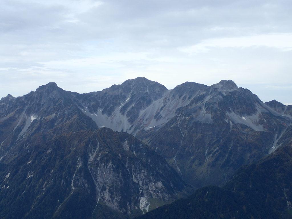 常念岳山頂から見る穂高岳