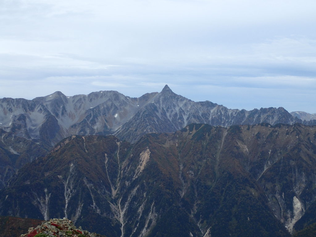 常念岳山頂から見る槍ヶ岳