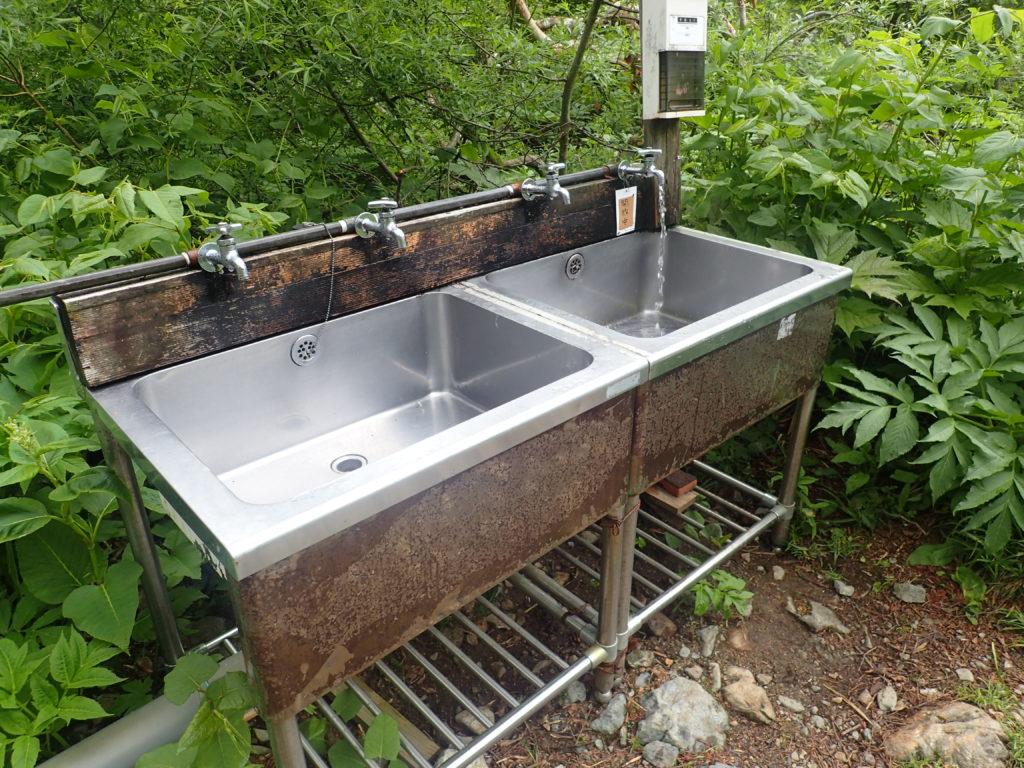 槍ヶ岳の新穂高ルートの槍平小屋にある水場