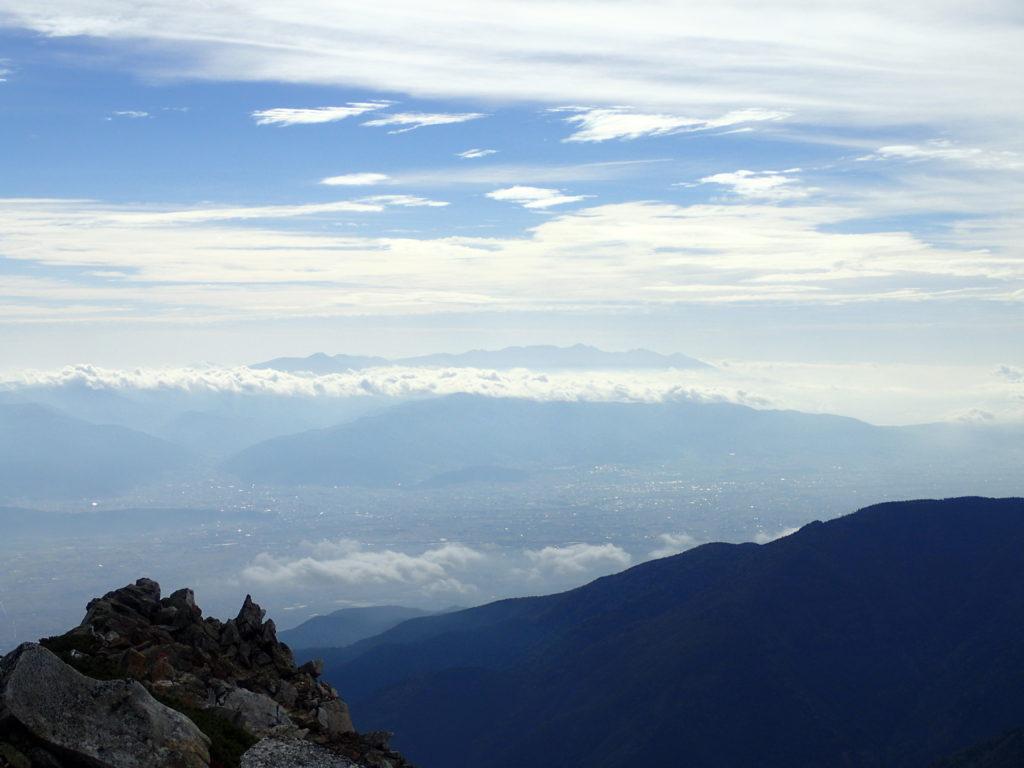 常念岳山頂から見る八ヶ岳