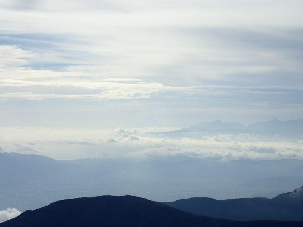 常念岳山頂から見る富士山