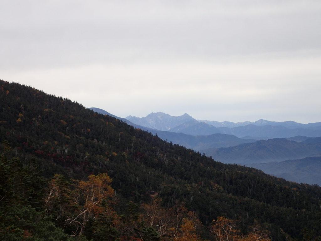 御嶽山の王滝ルート登山口の展望台から見る槍ヶ岳と穂高岳
