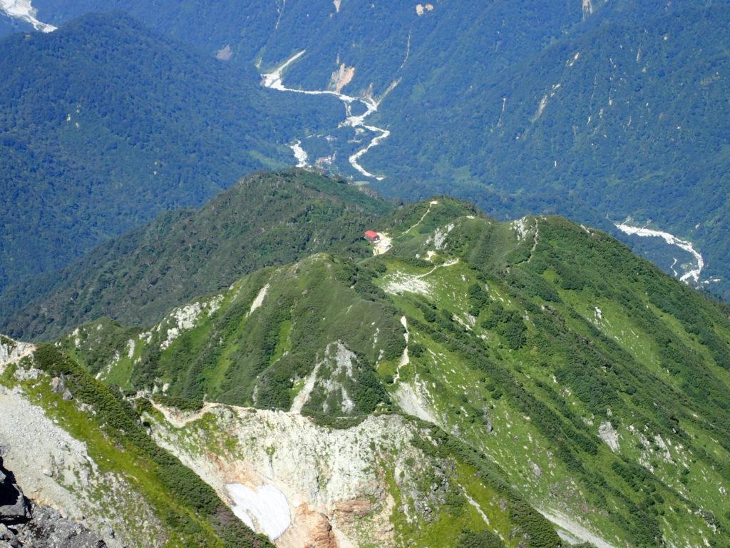 剱岳の山頂付近から見おろす早月小屋