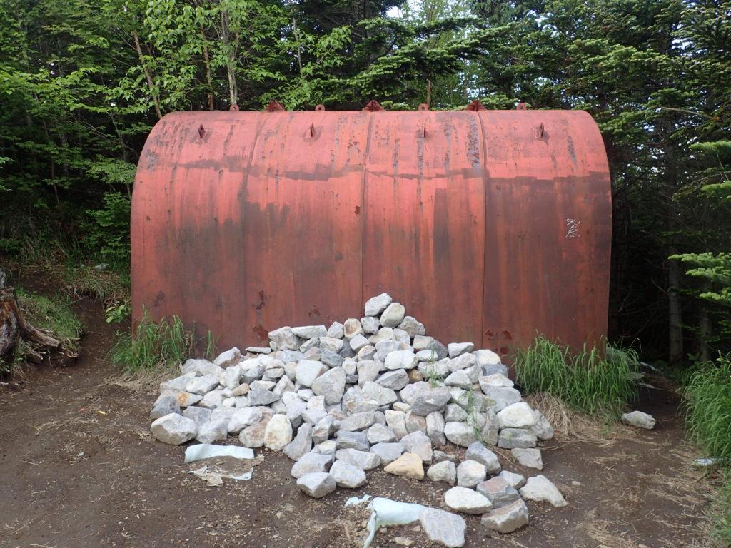 黒斑山登山道(表コース)にある避難小屋の外観