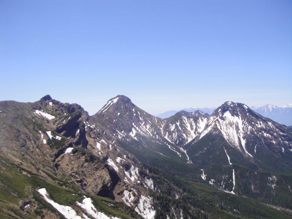硫黄岳周辺で撮影した赤岳と阿弥陀岳を結ぶ稜線
