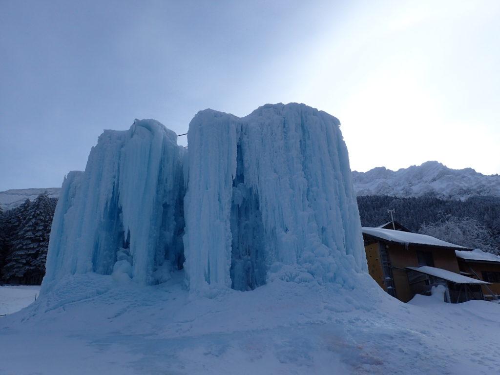 赤岳鉱泉の人工氷壁であるアイスキャンディー