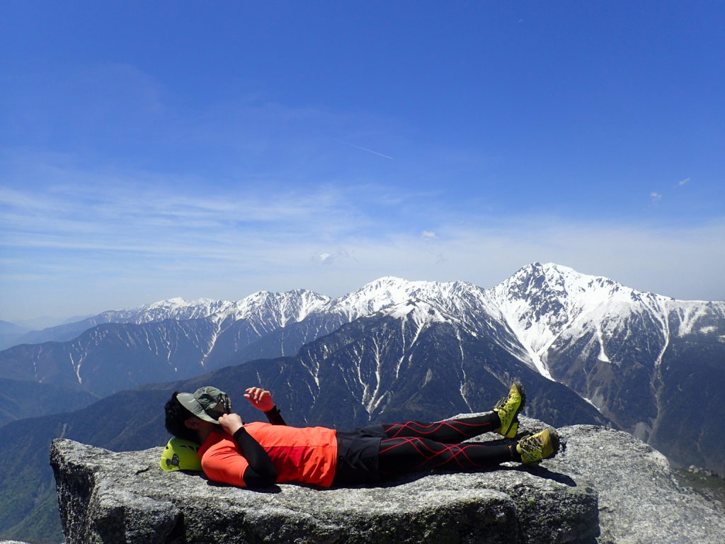 鳳凰三山の観音岳で記念撮影