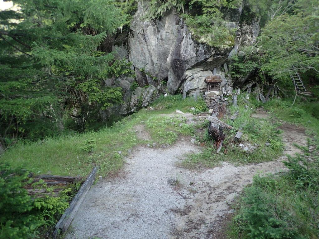 甲斐駒ヶ岳黒戸尾根ルートの五合目小屋跡