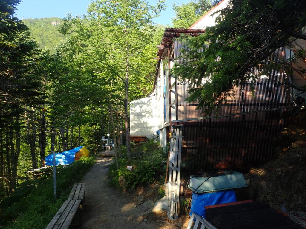 甲斐駒ヶ岳黒戸尾根ルートの七丈小屋