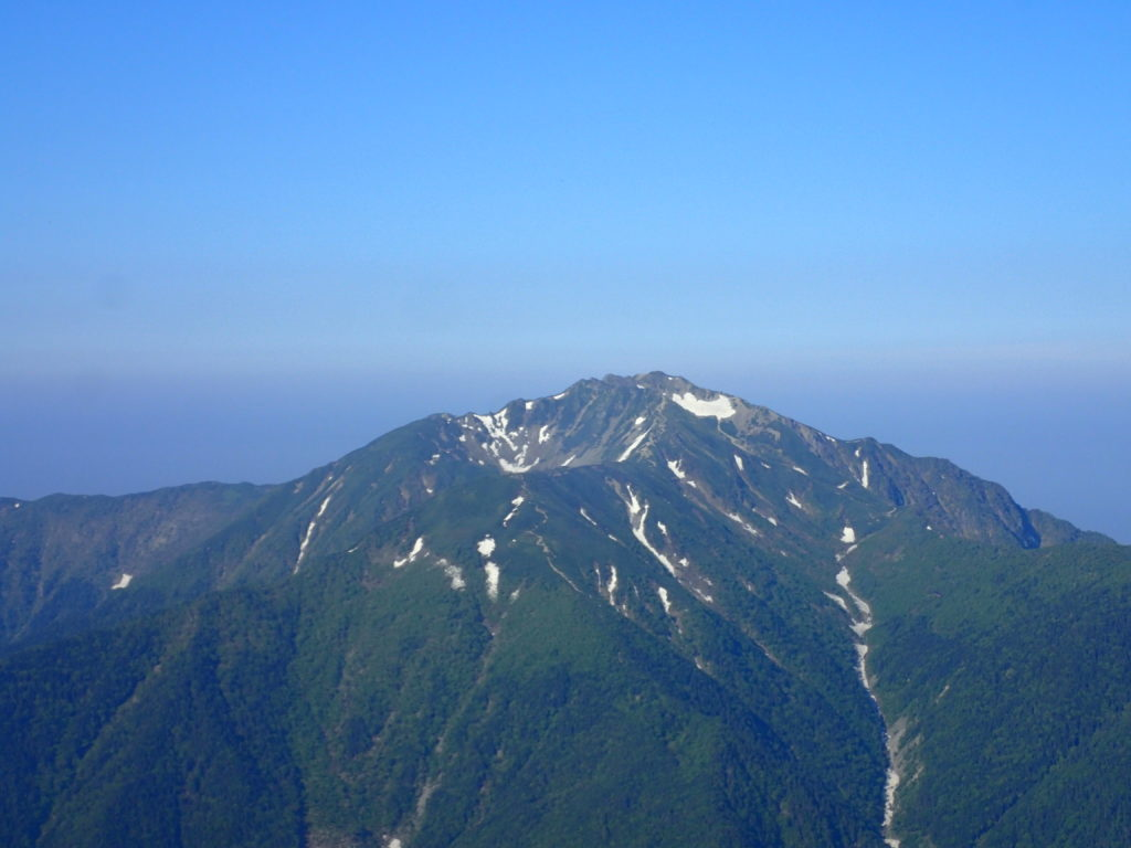 甲斐駒ヶ岳山頂から見る仙丈ケ岳