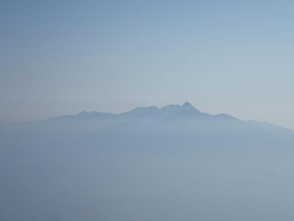 甲斐駒ヶ岳山頂から見る八ヶ岳