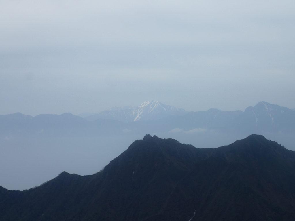 赤岳からみる北岳