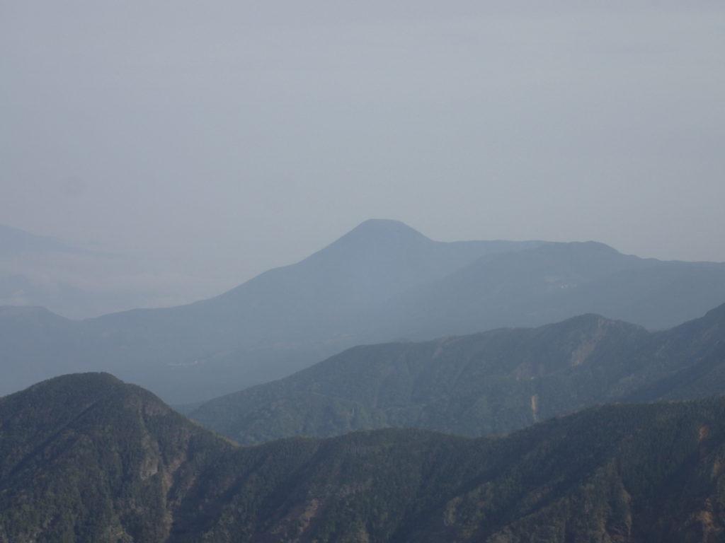 赤岳からみる蓼科山