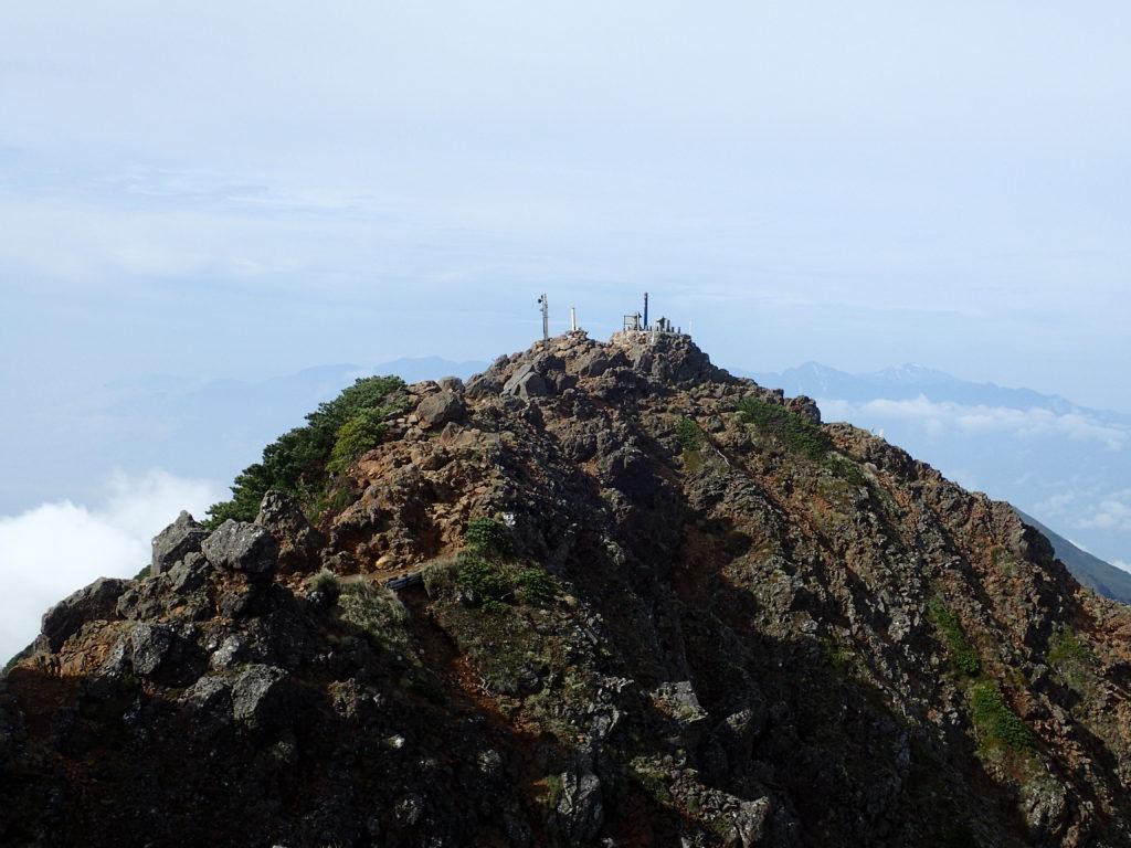 登山者のいない赤岳山頂