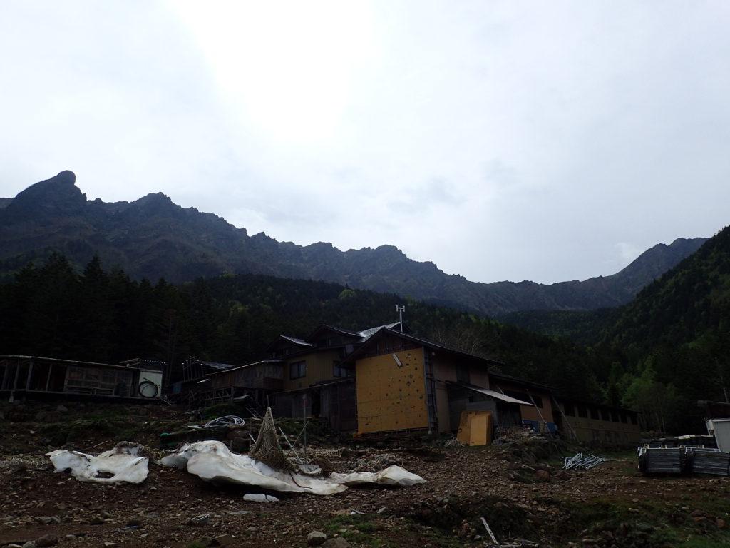 赤岳鉱泉と横岳から赤岳までの八ヶ岳の稜線