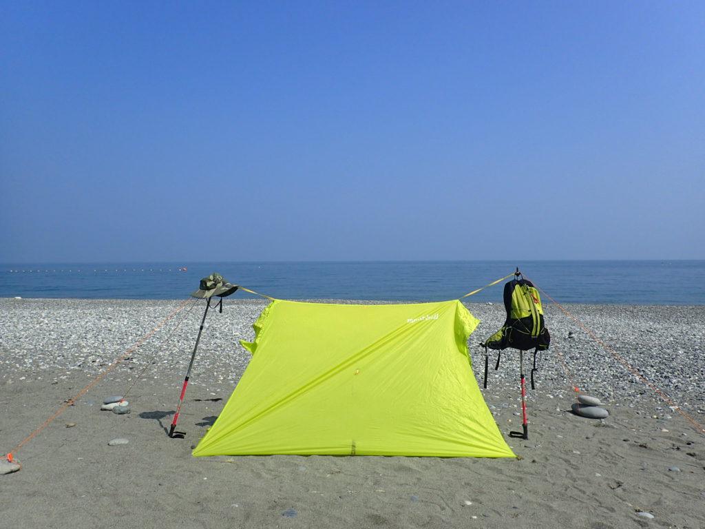 親不知海岸でモンベルのライトツェルトの設営練習