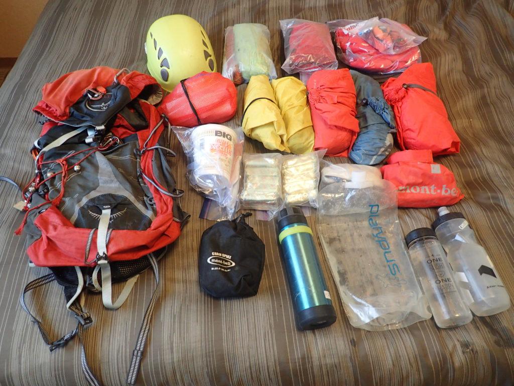 夏山日帰り登山で愛用している山道具たち