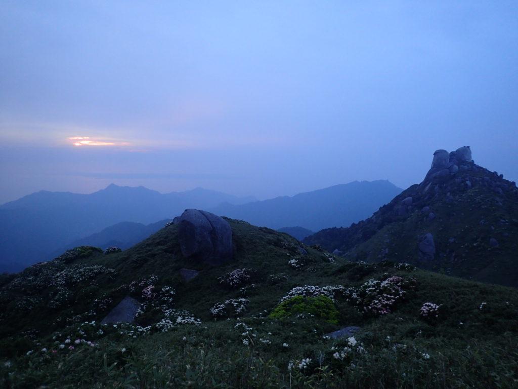 宮之浦岳の登山中に迎えた日の出