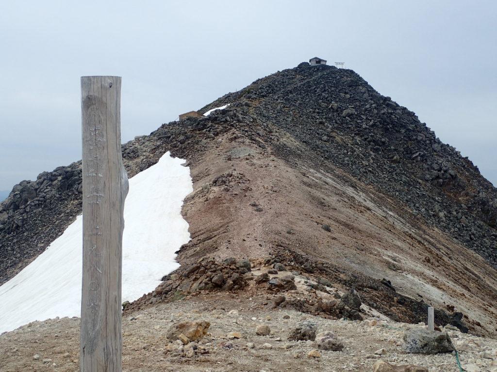 乗鞍岳の蚕玉岳から見る乗鞍岳最高峰の剣ヶ峰