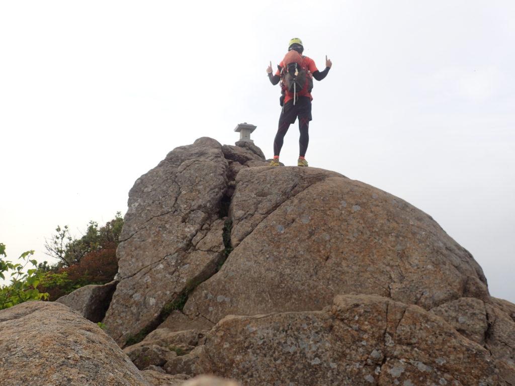 石鎚山の天狗岳山頂で記念の自撮り