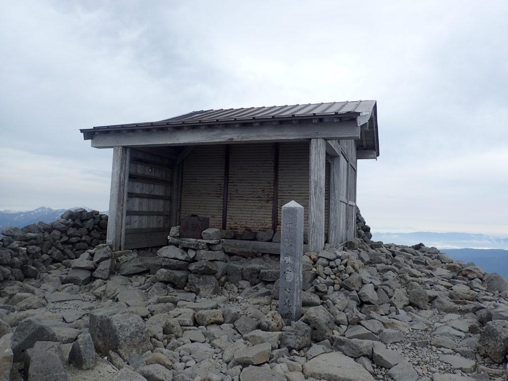 乗鞍岳の最高峰剣ヶ峰山頂にある乗鞍本宮