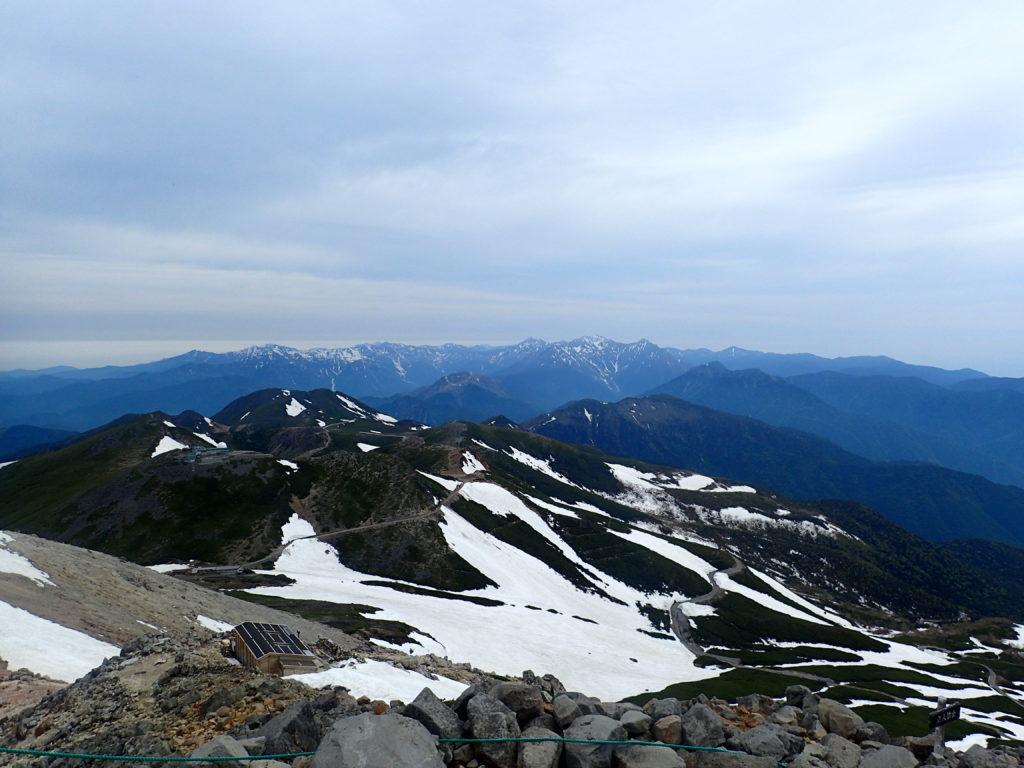 乗鞍岳最高峰の剣ヶ峰から見る北アルプス表銀座と裏銀座の山々