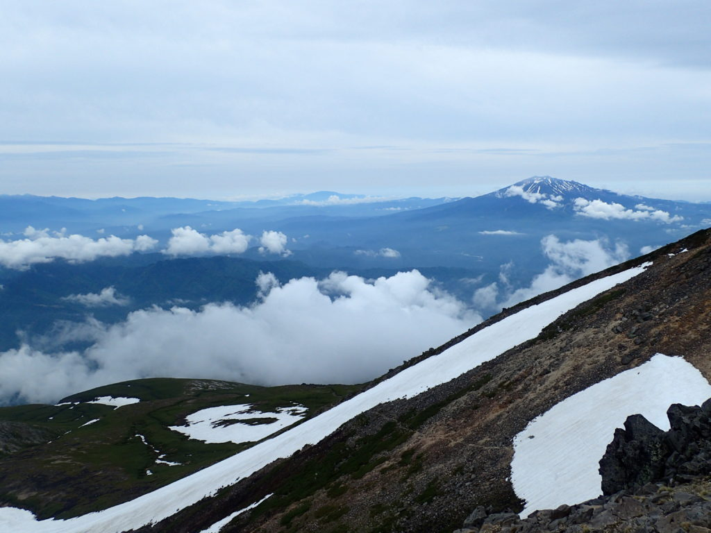 乗鞍岳最高峰の剣ヶ峰から見る御嶽山