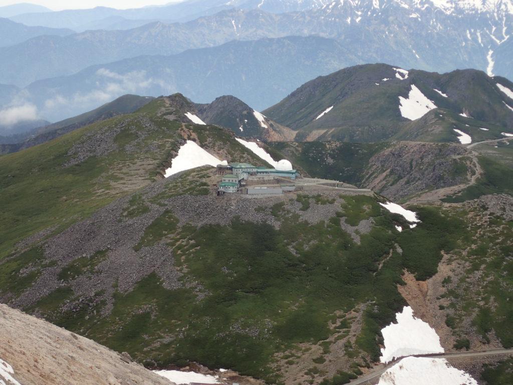 乗鞍岳最高峰の剣ヶ峰から見るコロナ観測所